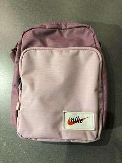 Nike 粉色小方包