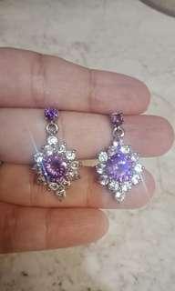 Anting mewah banget batu swarosky ungu mengkilap plat stainless ga kan luntur