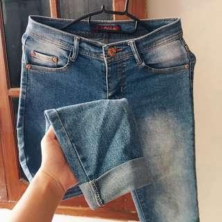 Light skinny jeans size 27