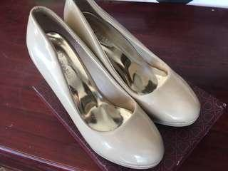 High heeled shoes & rubbershoes