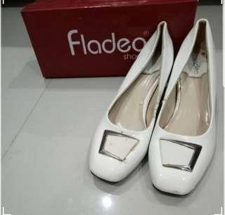FLADEO White Shoes #prelovedwithlove