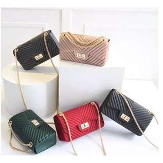 🚚 Stylish Girl V Jelly Shoulder Bag