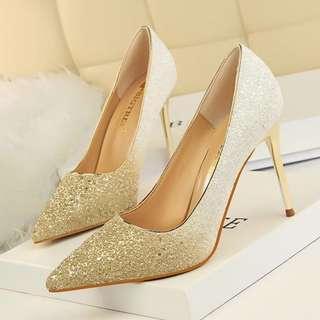 香檳金象牙白高踭鞋