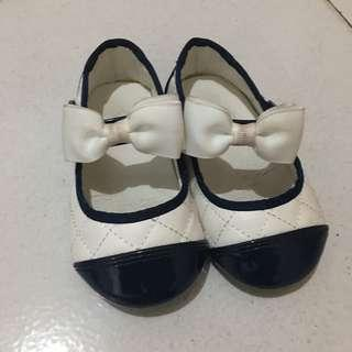 Sepatu Bayi Girl Shoes Branded white