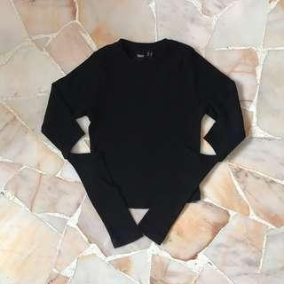 🚚 Black Elbow Cut Out Top
