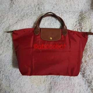 LONGCHAMP LE PLIAGE MEDIUM SHORT HANDLES IN CLASSIC RED WITH BEIGE INTERIOR