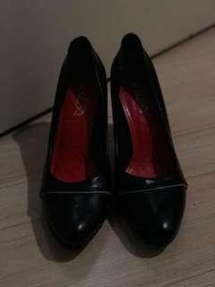 Office shoes (Black size 38 or 7)