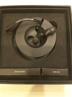 JAYS Five earphones