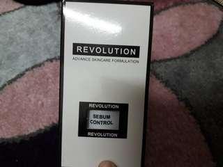 REVOLUTION Sebum Control