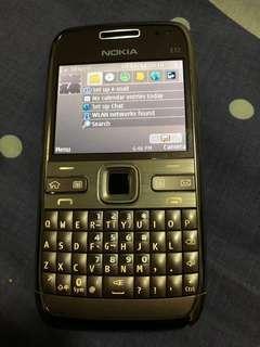 Nokia e72 3g handphone with accessoties