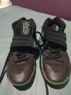 Sepatu basjet Kyrie irving