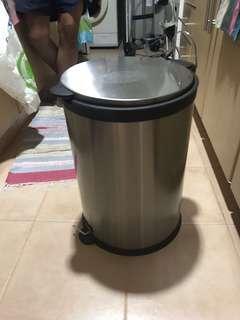Metallic Pedal Dustbin For Sale