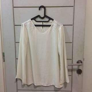 Atmosphere White Embroidery Blouse