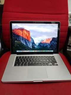 MacBook Pro i7 256gb SSD DVD internal camera 15 inches good for study