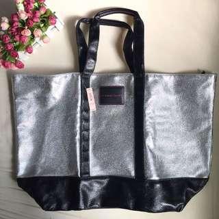 PrIce drop! BNWT victoria's secret tote travel bag