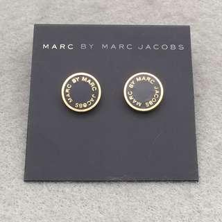 ✈️✈️✈️✈️✈️✈️✈️✈️✈️✈️✈️(本店將於11/12/2018-17/12/2018暫停營業1週旅行,包括寄貨及回覆詢問,如閣下對產品有興趣,請於18/12/2018之後再私訊我們,謝謝🙏) 🎈🎈🎈🎈🎈🎈🎈🎈🎈🎈🎈 Marc Jacobs Sample Earrings 黑色配金色耳環