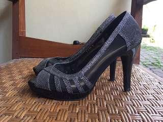 XML high heels gray