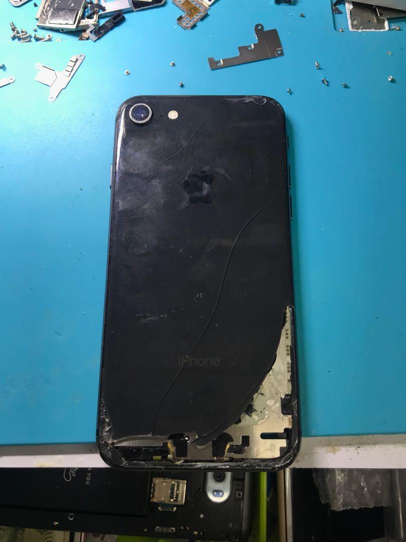 Iphone8 爆玻璃底殻即場更換 特快手機維修 大量現貨
