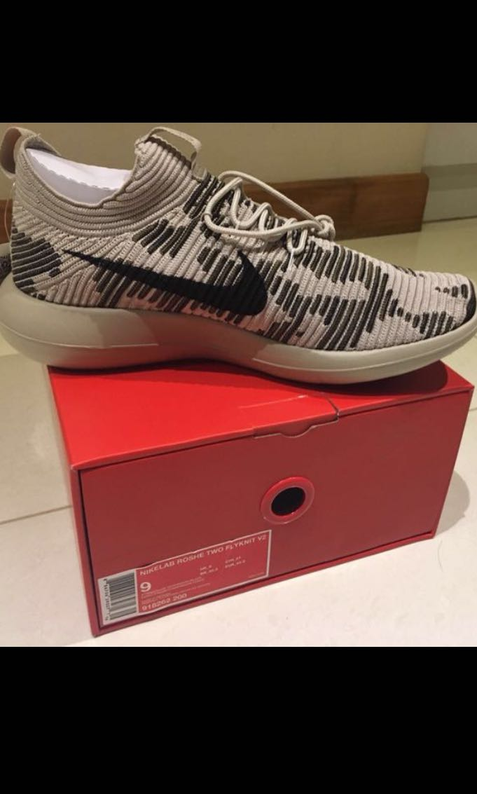 competitive price 7e696 ee52a Limited Edition Authentic Nike Roshe Flyknit V2