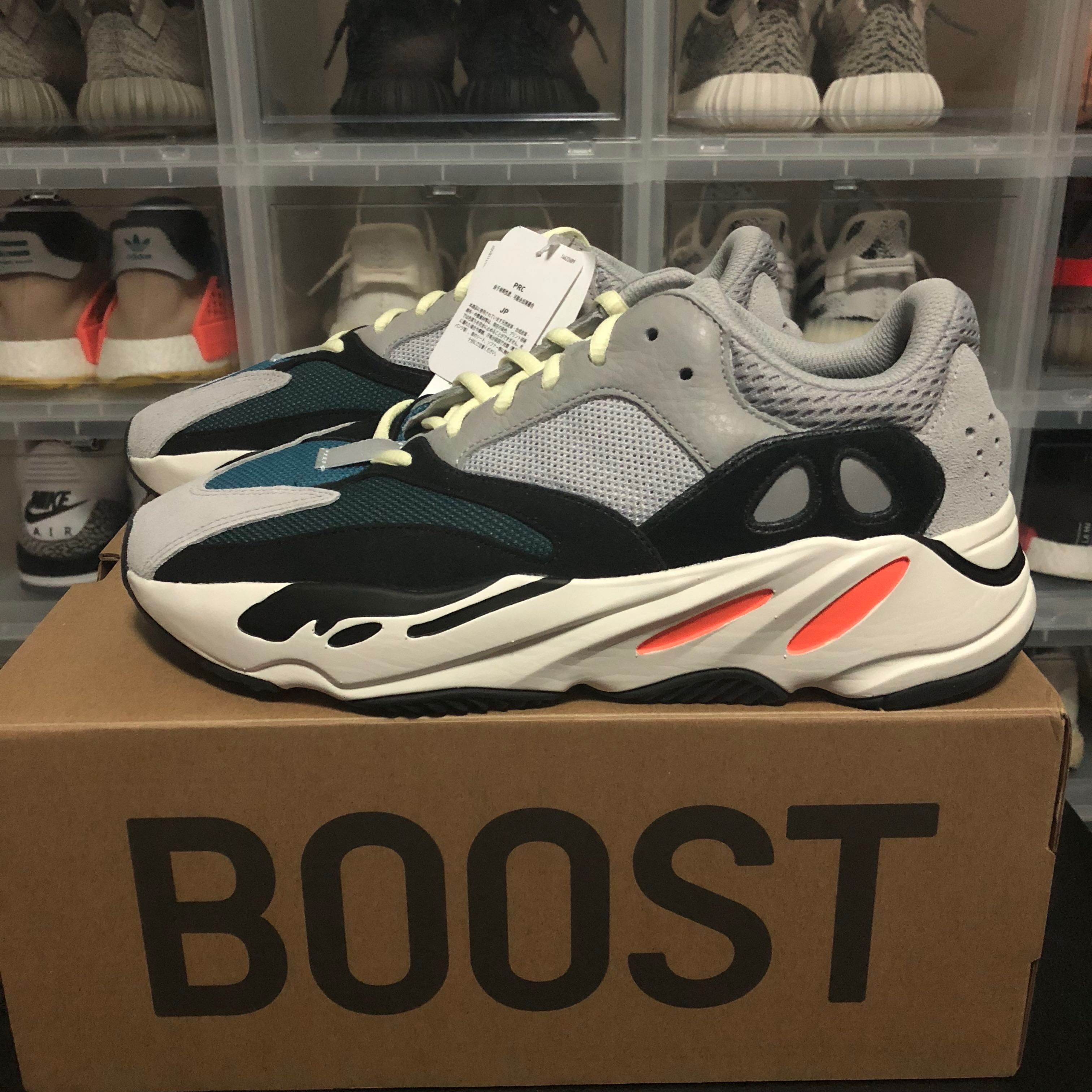 new style 7699d 211be Yeezy Wave Runner 700