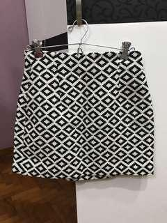 🚚 Zara black and white printed skirt