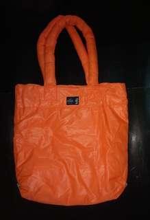 Mercibeaucoup螢光橙色尼龍羽絨料tote bags
