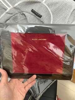 最後1個**包郵) 全新!Cosmopolitan x MARC JACOBS clutch 時尚型格 化妝袋 #酒紅色 (不連雜誌)
