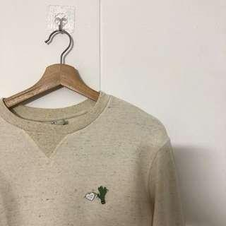 Oatmeal sweater with pins
