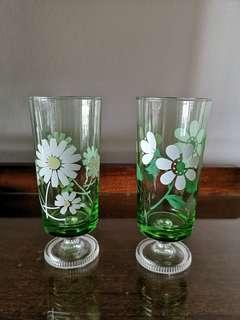 Vintage footed glasses x 7 in 2 designs