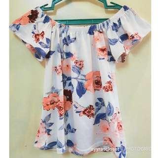 XS-S size Floral Off shoulder top