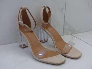 Nude perspect heels