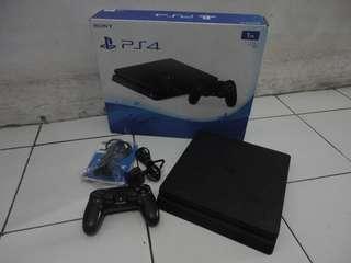 PS 4 CUH-2006B Jet Black Hardisk 1tb Mulus Fullset