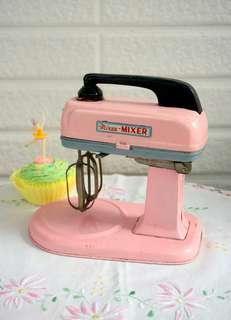 古董粉紅攪拌器鐵器玩具
