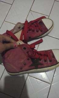 Sepatu Kets Merah
