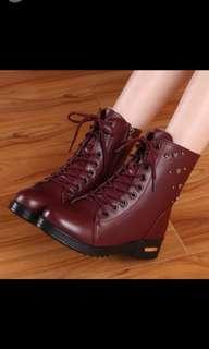 易襯英倫中筒靴