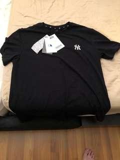 Brand New with tag MLB T shirt for sale!!