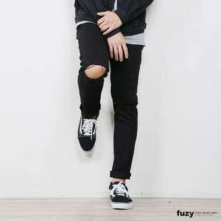 🚚 Fuzy 黑色 長破褲 窄款 30腰