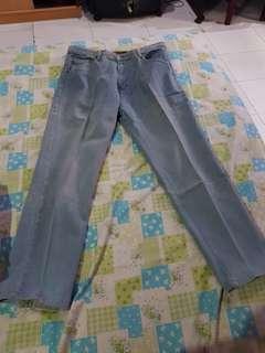 Nobrand celana bahan