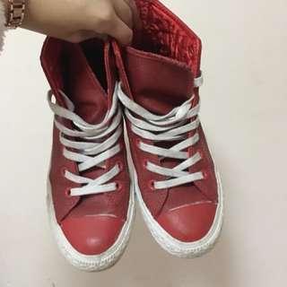 converse紅色防水布鞋,特殊款,大降價喔~