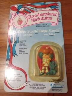 Strawberryland miniatures Crepe Suzette with Eclair figurine 1983 MOC