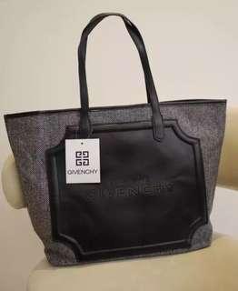 Givenchy 灰色布料肩袋💗香水贈品