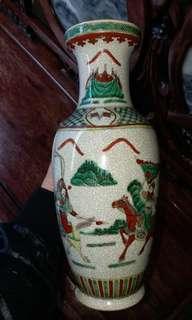 80年代 粉彩手繪花木蘭花樽$400