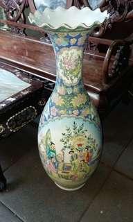 60年代粉彩手繪開窗年年大花樽$850,直徑34高82