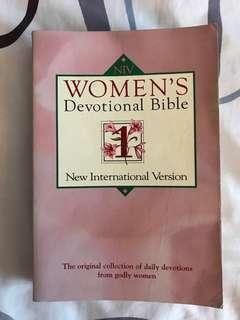 Women's Devotional Bible (NIV) : The Original Collection of Daily Devotions from Godly Women
