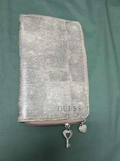 GUESS仿蛇皮紋.護照包.護照套.手機包.扁證件包.收納包