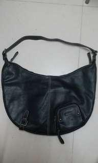 Solar leather bag size 21x13 in excellent condition