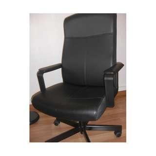 Swivel chair (Design: Ikea MALKOLM)