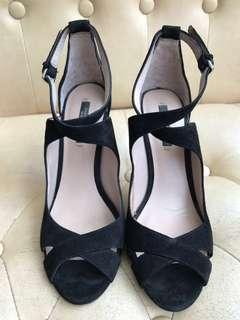 Zara 黑色猄皮高踭鞋