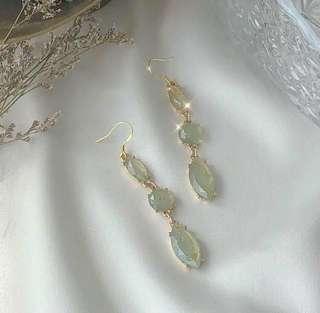 🚚 #1212 Pale Green Drop Earrings