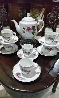 Vintage Teaset 5 roses